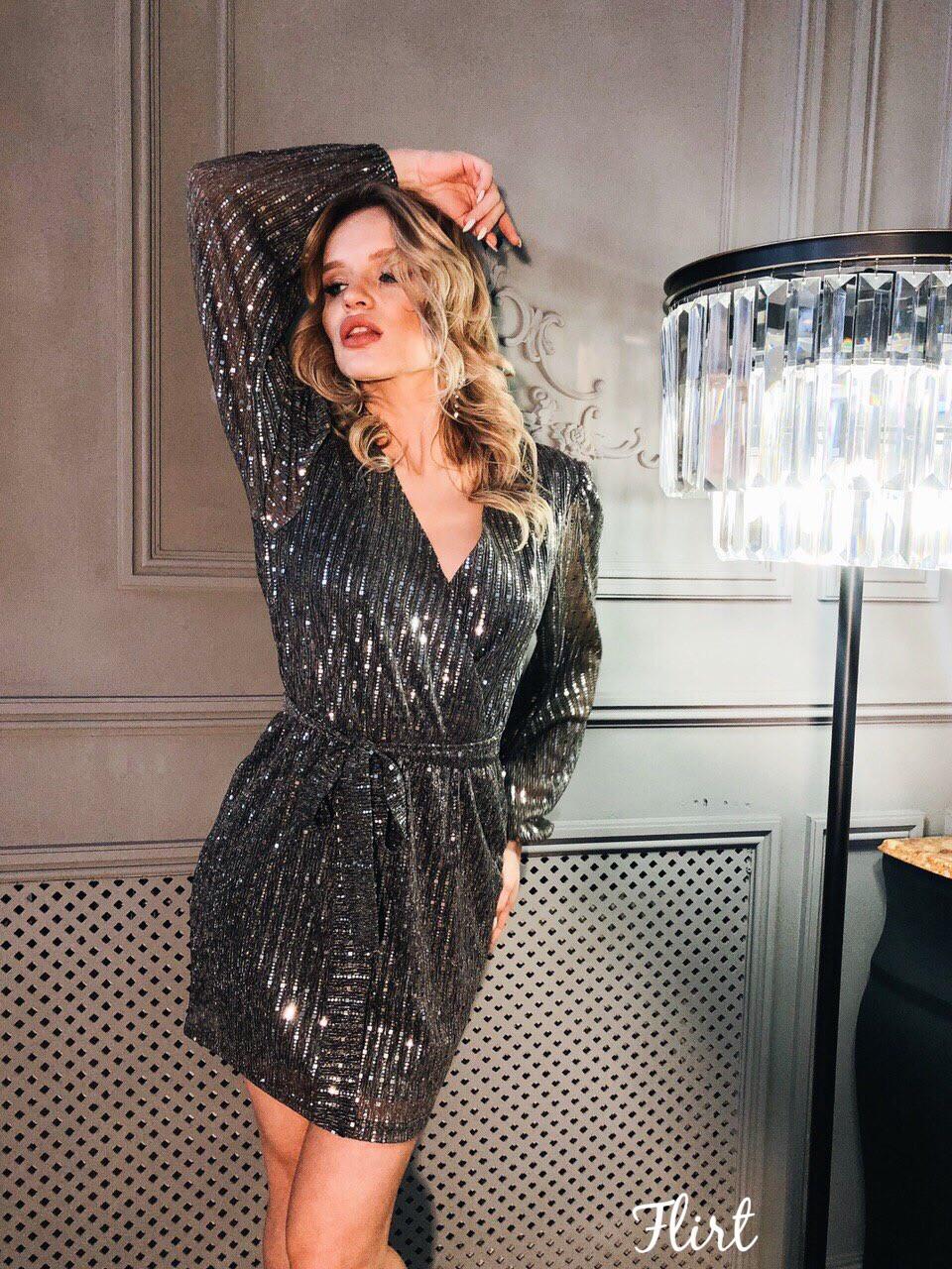 Красивое платье из мерцающей сетки в пайетку с верхом на запах и длинным рукавом tez3603552