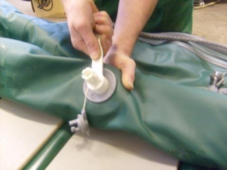 Ремонт надувних човнів ПВХ - повна заміна клапанів на надувному човні ПВХ