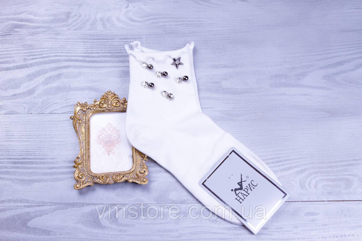 Стильные женские носочки белого цвета со стразами и бусинами