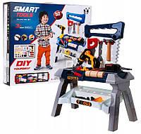 Детский игровой набор инструментов с верстаком.