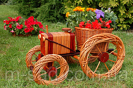 Кашпо для саду (трактор плетений з лози), довжина 50 см