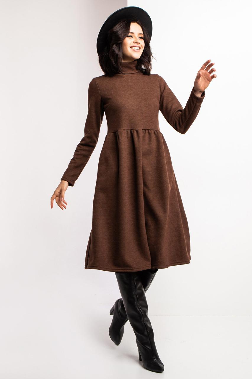Трикотажное платье BRITNI с высоким горлом и клешной отрезной юбкой