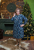 """Платье теплое синего цвета в принт """"зигзаги"""" с защипами и пуговками по горловине"""