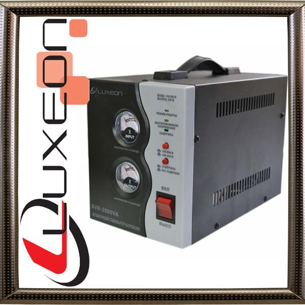 Релейный стабилизатор напряжения LUXEON SVR-2000 (черный)