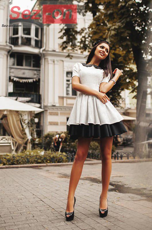 fc73abe6b81 Платье женское с пышной юбкой и черным воротником - Белый