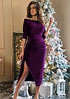 Вечернее платье изготовлено из блестящего трикотажа