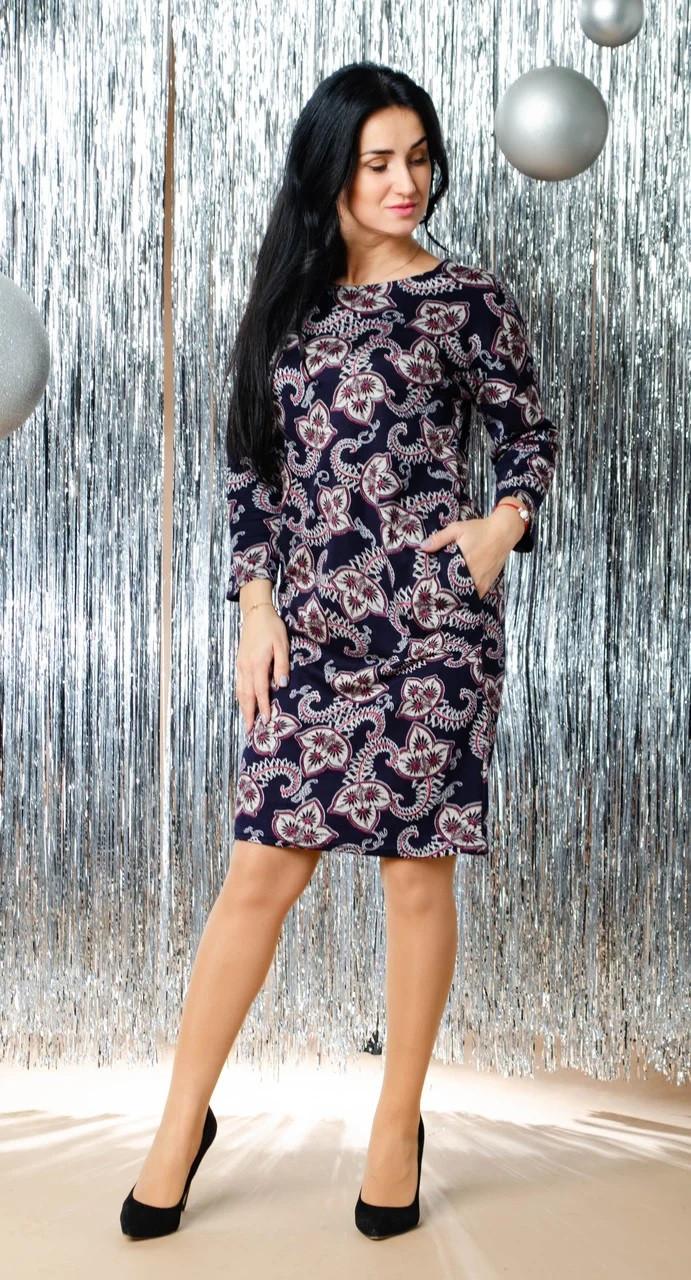 Свободное женское платье с абстрактным принтом