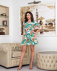 Платье женское свободного кроя принтом цветы на белом фоне
