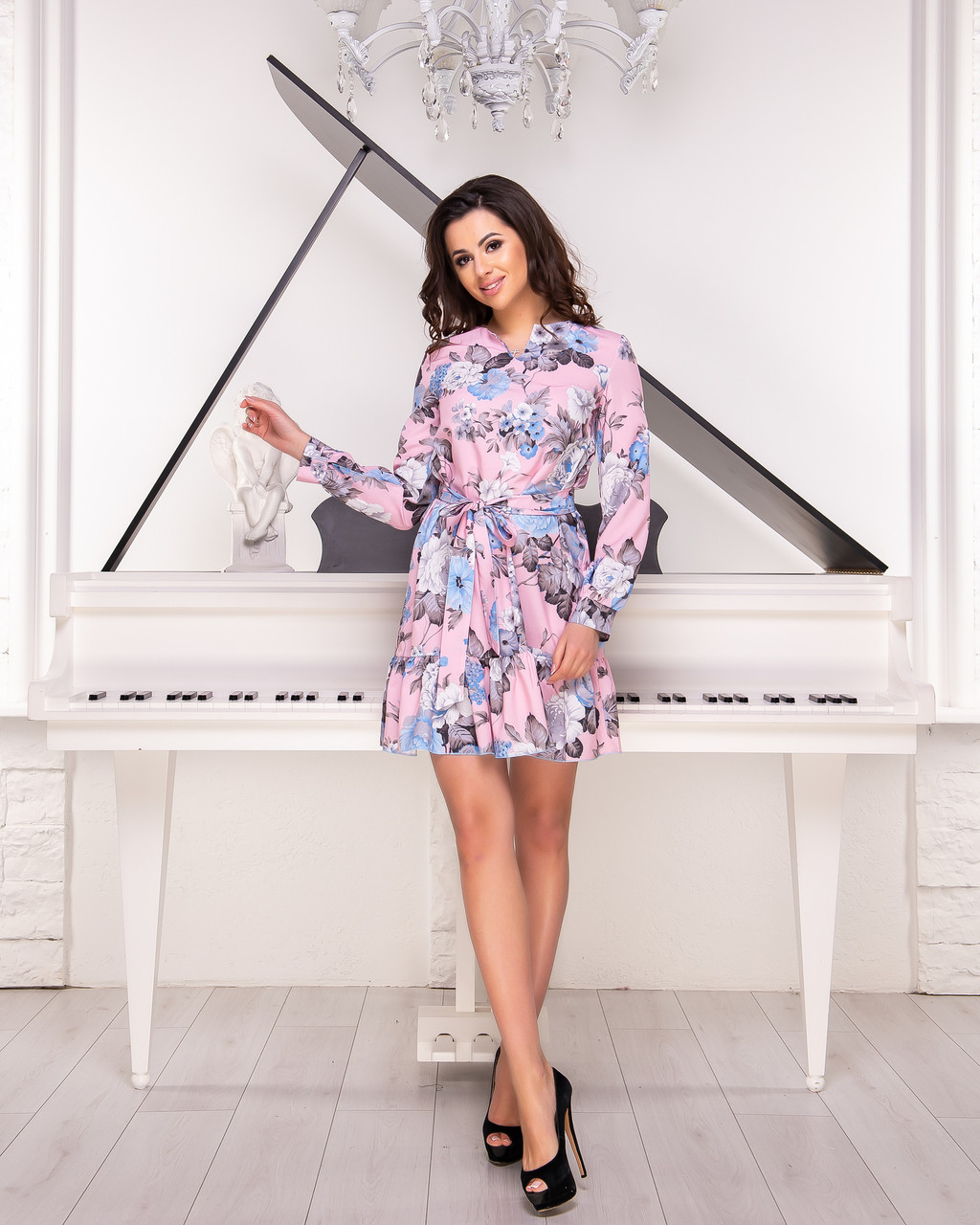 Женское платье свободного кроя с цветочным принтом розового цвета