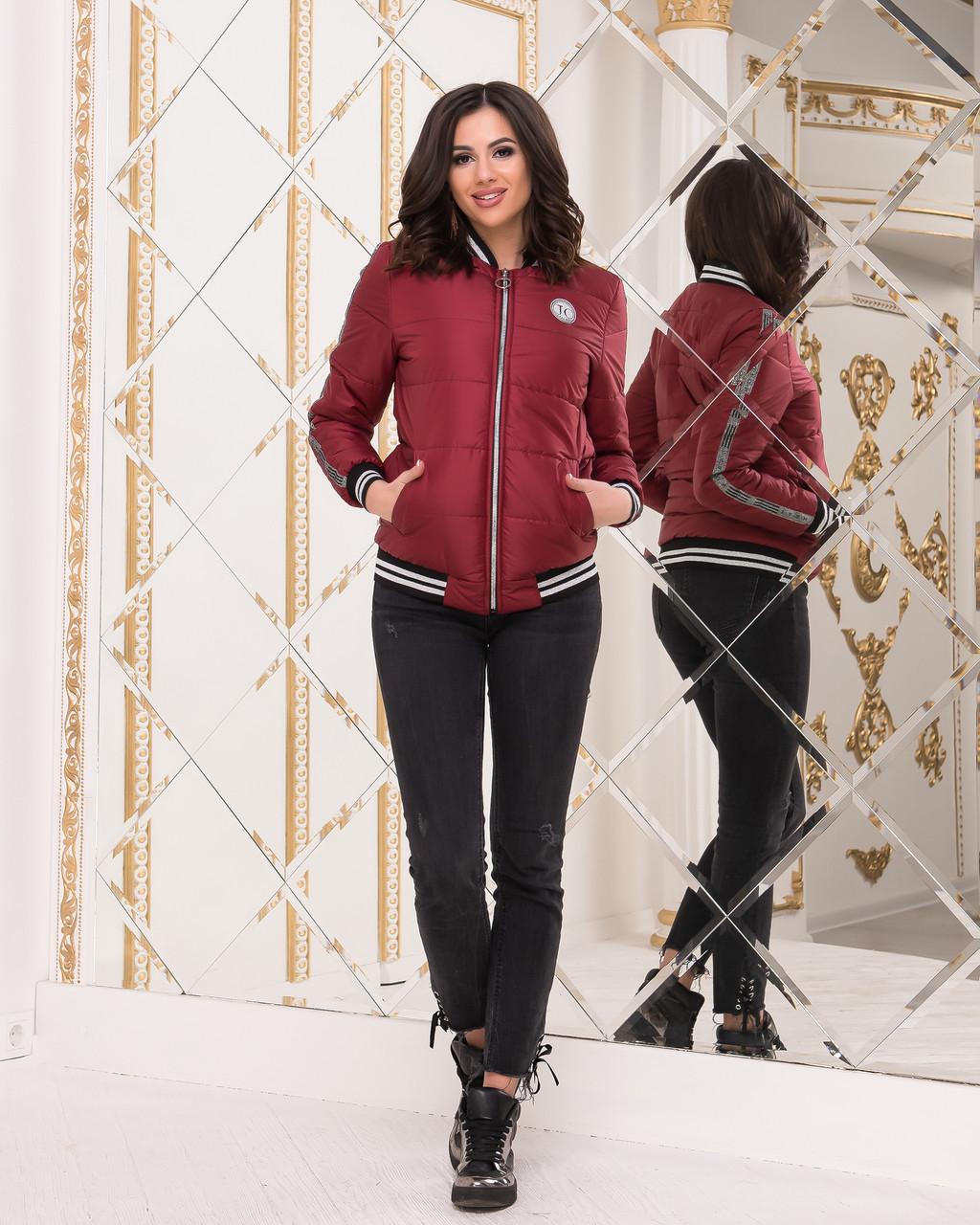Женская Куртка-бомбер бордового цвета на подкладке