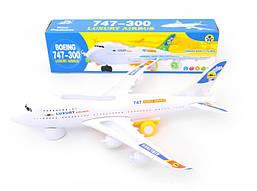 Авиалайнер с музыкой и светом 747-300