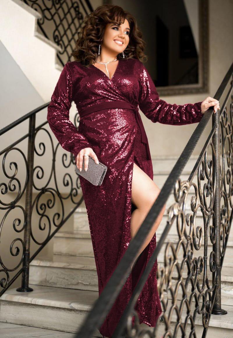 Бордовое блестящее платье Прадо с глубоким вырезом