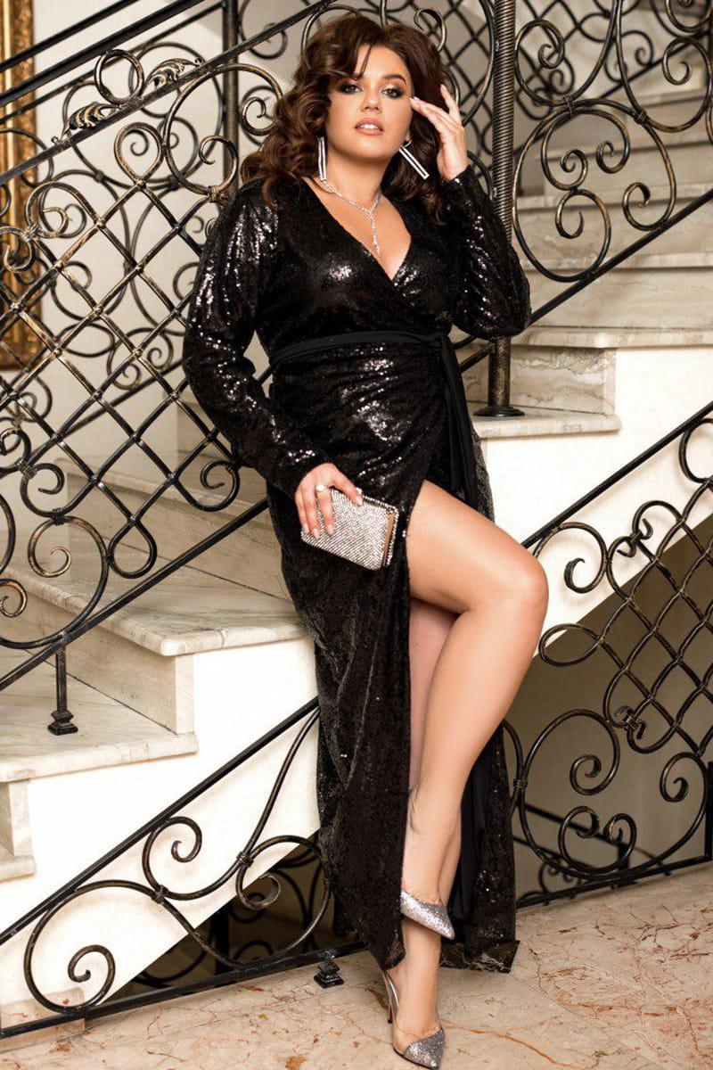Черное блестящее платье Прадо с глубоким вырезом