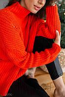 Женский свитер  теплый.