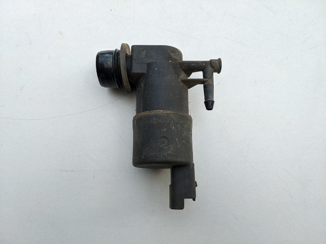 Моторчик бачка стеклоомывателя (1 выход) Renault Master, Opel Movano 2003-2010, 8200194414 (Б/У)