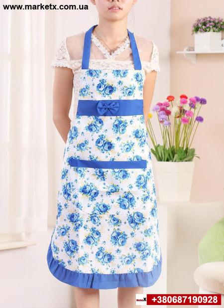 Синий кухонный фартук с бантом и кружевом в цветах