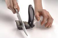 """Точилка для ножей """"Мышонок"""" эффективно точит и полирует ножи."""