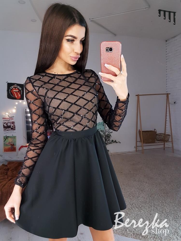Черное платье с пышной юбкой и верхом из сетки с пайеткой 66ty667Q