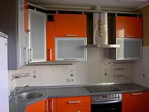 Сочетание стального+ оранжевого цвета на кухне
