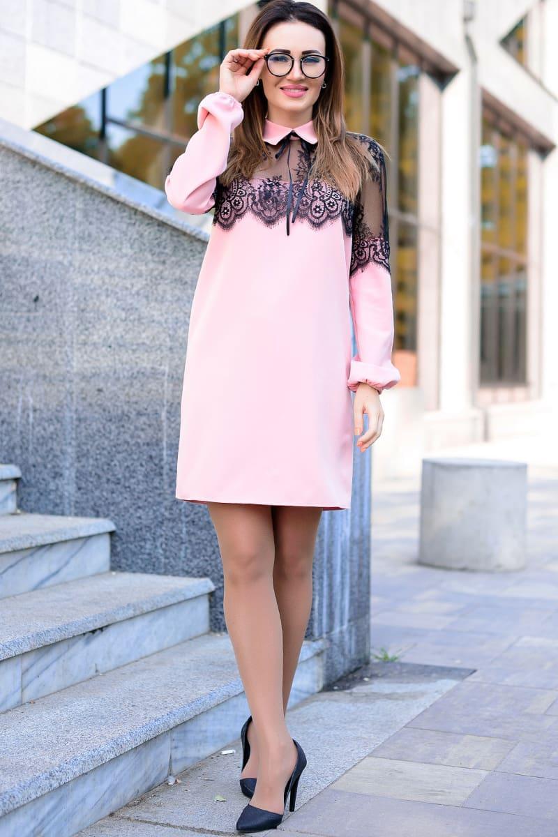 Розовое однотонное платье с кружевом Бланш