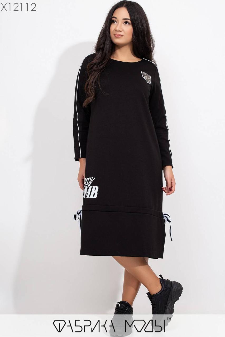 Прямое трикотажное платье с эффектной нашивкой со стразами с 50 по 56 размер