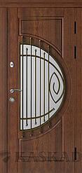 Двері вхідні Адамант зі склом і ковкою серії Еталон ТМ Каскад