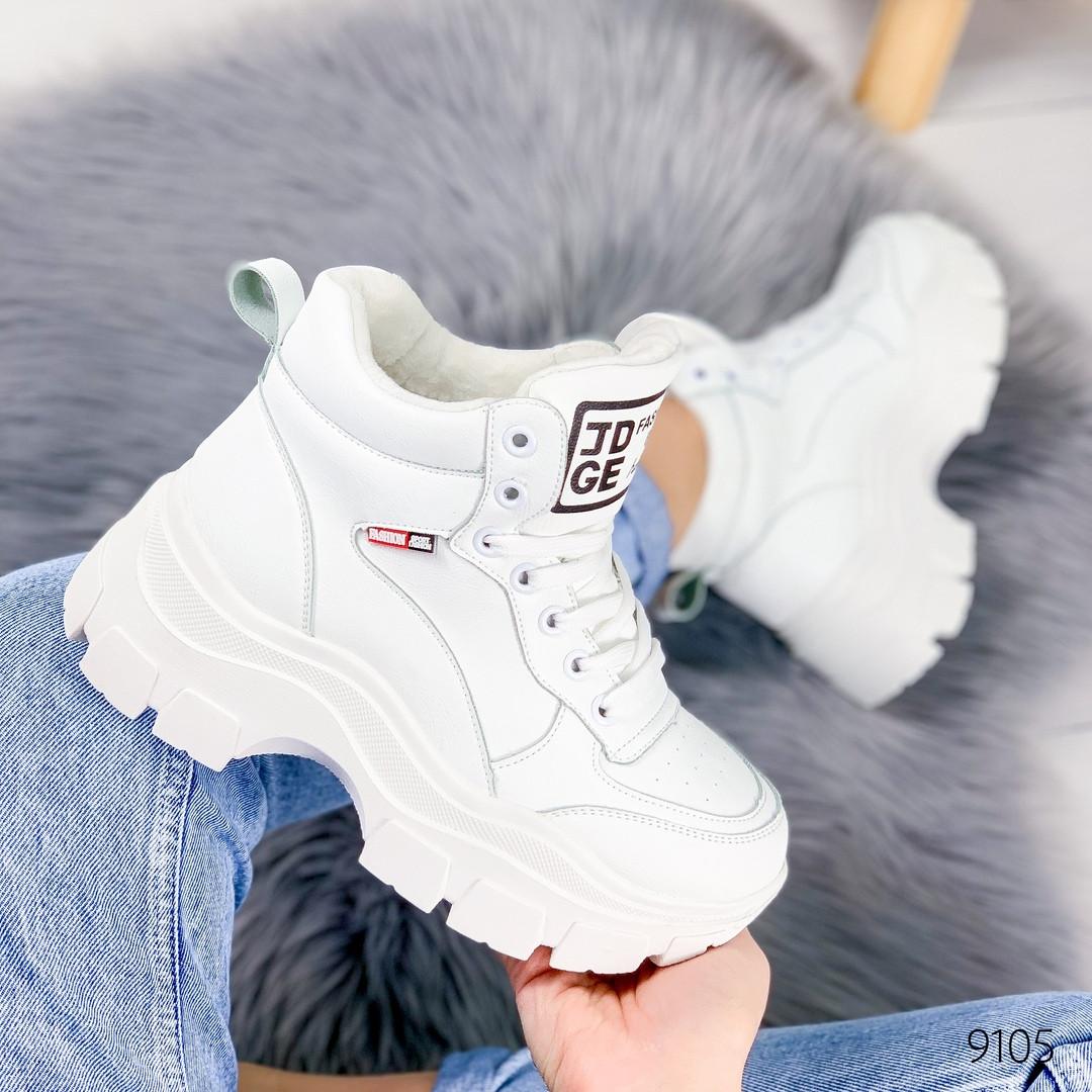 Женские зимние ботинки на шнуровке /кроссовки хайтопы на массивной тракторной подошве белые