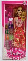 Кукла с косметическими принадлежностями и 8 пар разной обуви