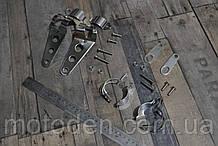 Набір кронштейнів кріплення фари, передніх і задніх поворотників мотоцикла сріблясті.