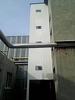 Грузовой лифт снаружи здания фасадный 1000 кг