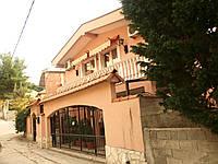Продается вилла в Черногории в 100 метрах от моря в городе Бар