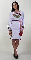 Модное женское платье на белом габардине в красно-зеленных тонах