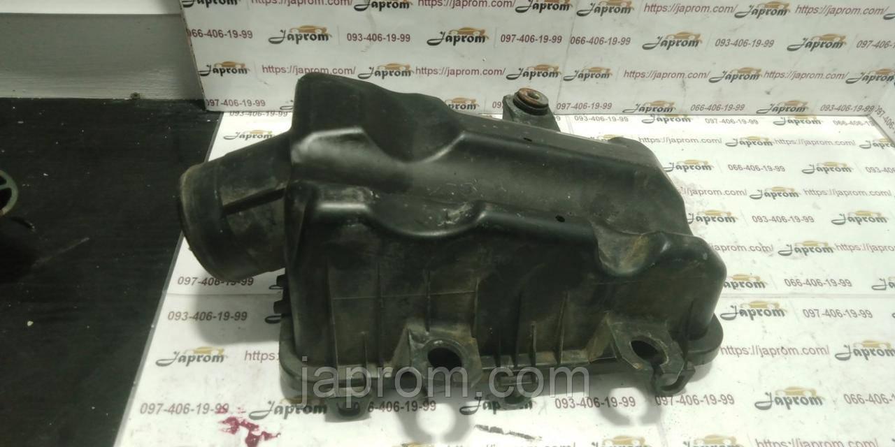 Крышка корпуса воздушного фильтра Mazda 626 GE GF 1.8, 2.0 бензин (низ)