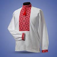 Модная женская вышиванка с красным орнаментом