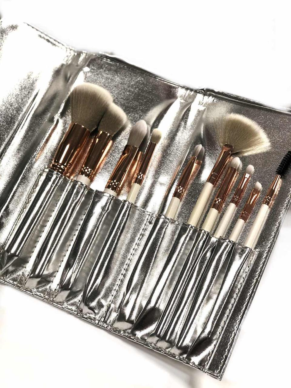 Набор из 10 кистей для макияжа в чехле