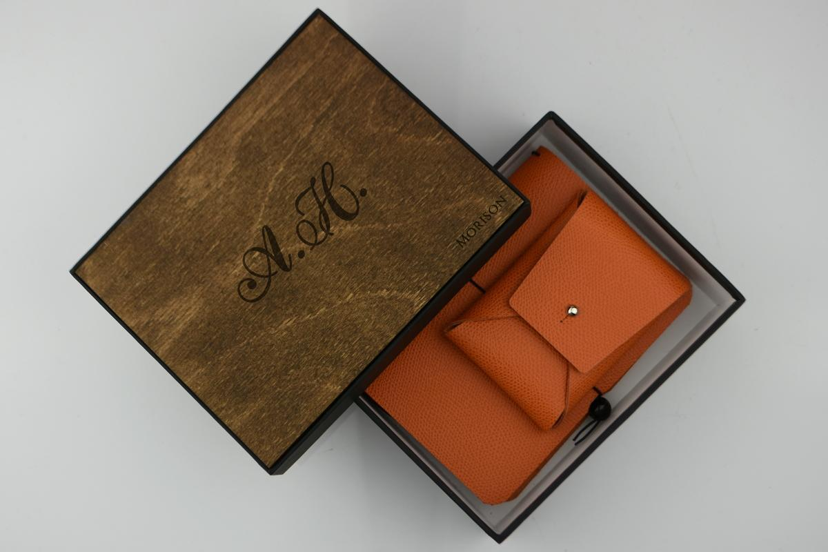 Блокнот и ремень `Dasti` оранжевого цвета