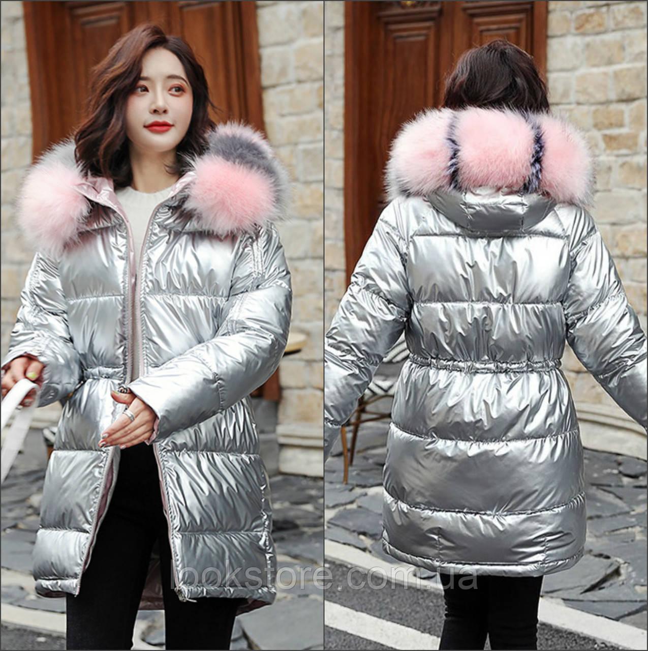 Женская удлиненная куртка с кулиской и искусственным мехом серебряная