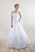 Свадебное платье c кружевной вставкой,  №5946
