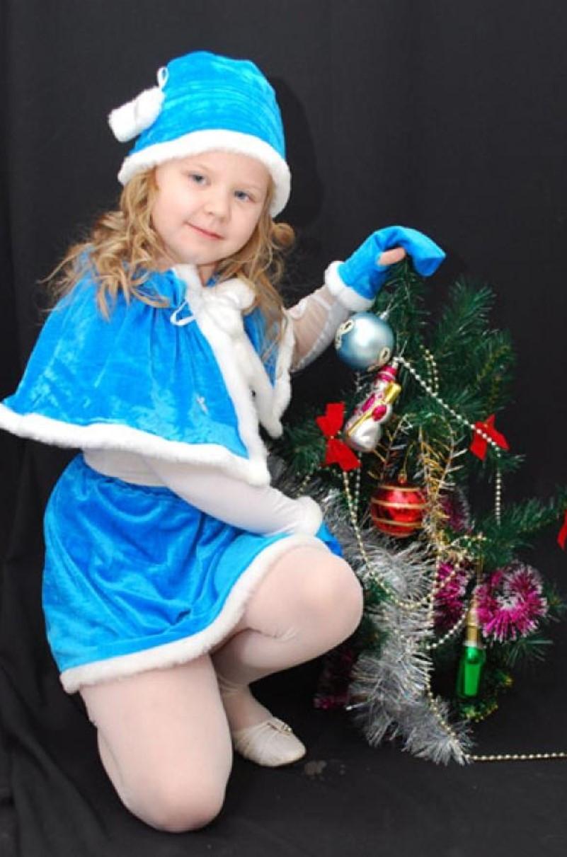 Снегурочка в голубом для новогоднего карнавала