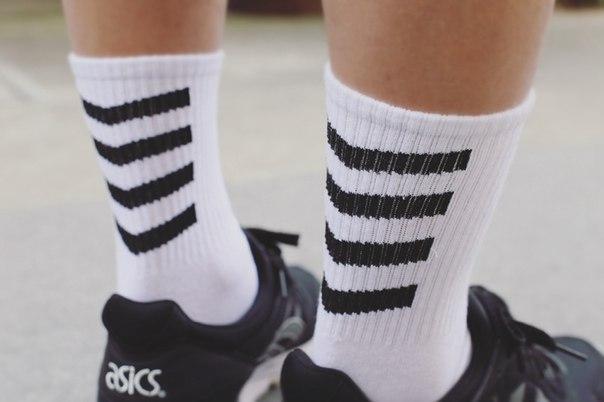 Высокие носки с полосами