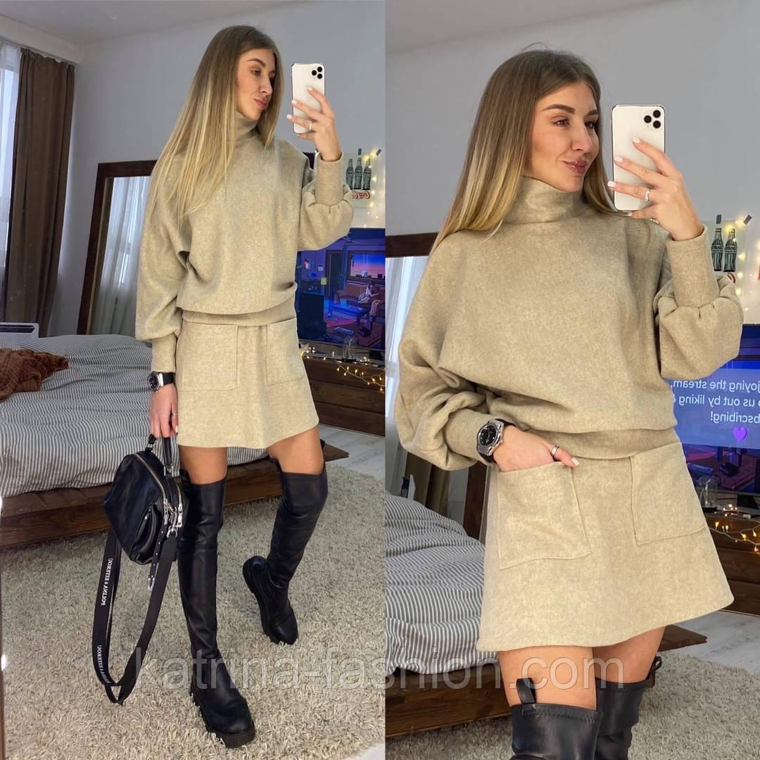 Жіночий теплий костюм: светр і спідниця-трапеція з кишенями