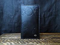 Кожаный мужской кошелек ручной работы в черном цвете Tsar.store с тиснением есть отделение под смартфон