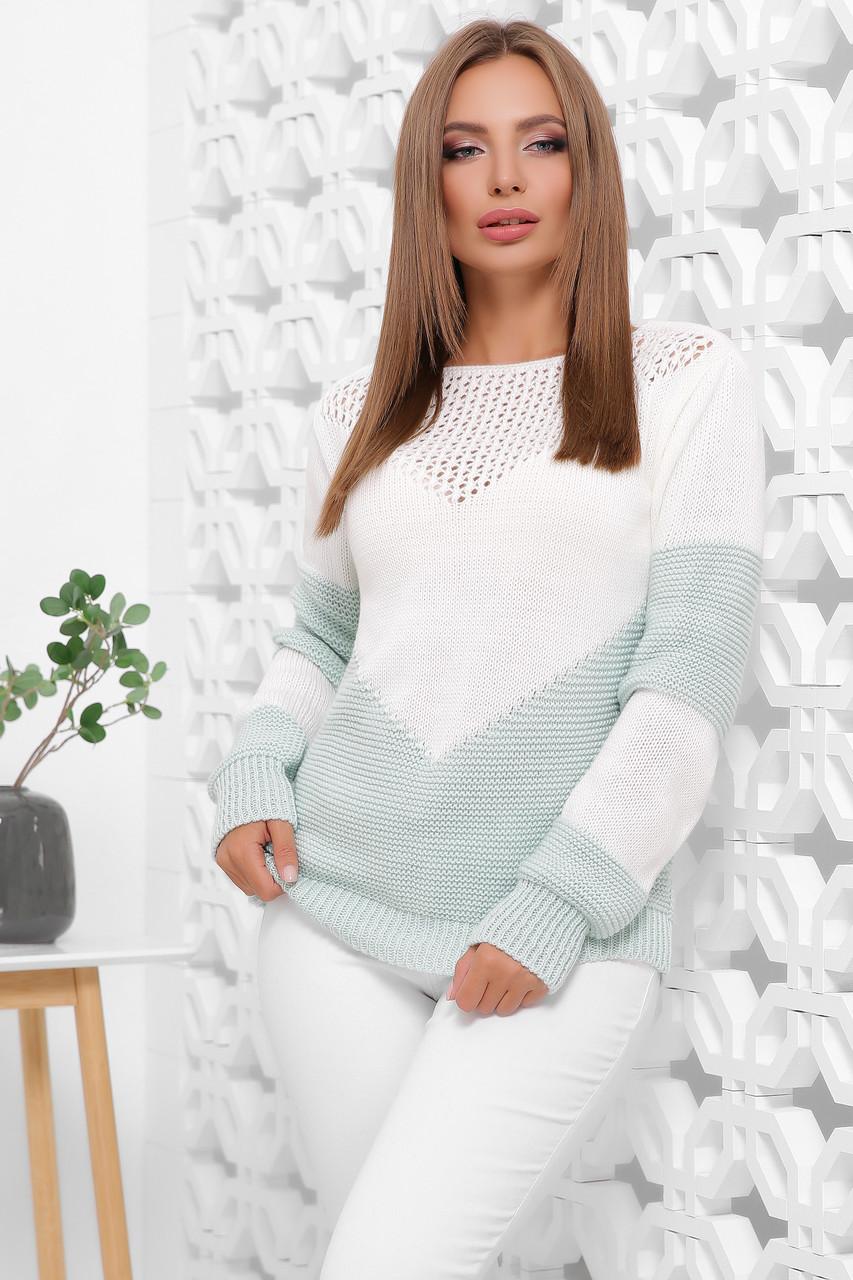 Красивый вязаный женский мятно-белый свитер