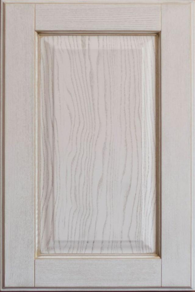 классический мебельный фасад из массива с золотой патиной