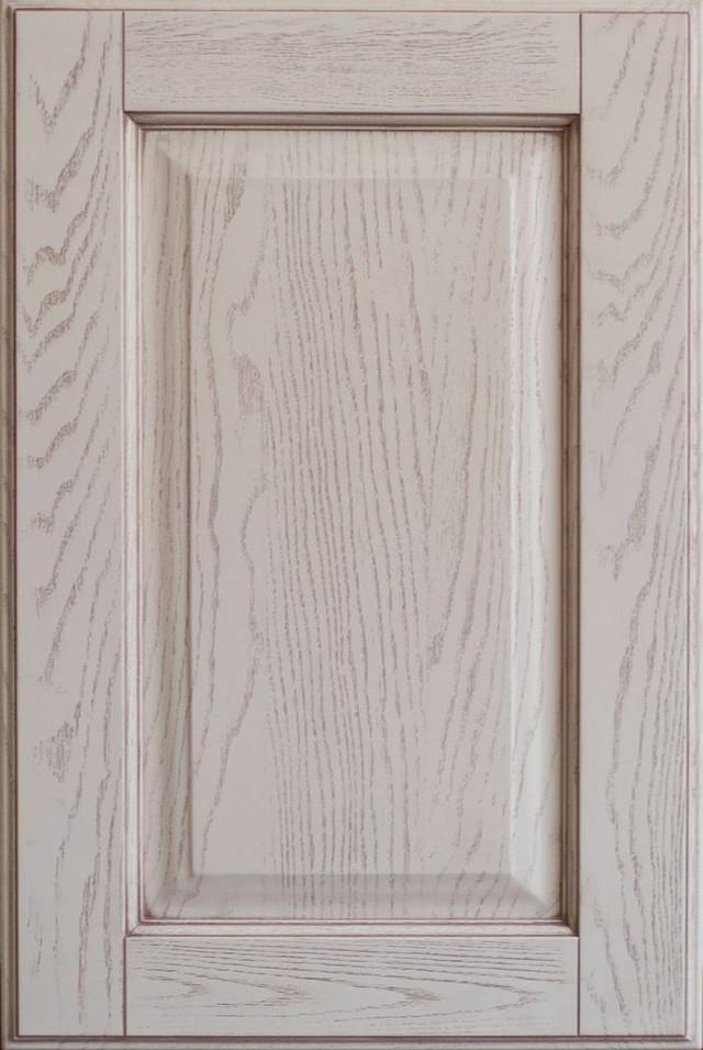 Классический мебельный фасад из массива ясеня с патиной