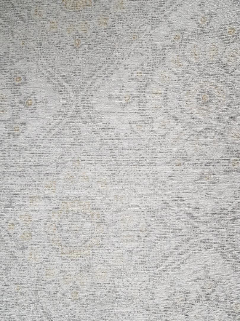 Шпалери флізелінові Grandeco Clarence CR 3101 східний малюнок вензелі розетки сірий жовтий з сріблом