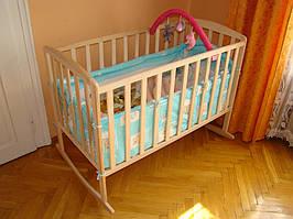Детская деревянная кроватка на бегунах (массив Бука)