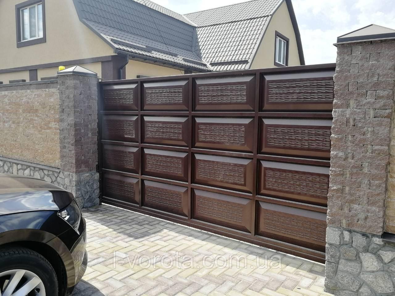 Откатные автоматические ворота ш4000, в2000 и калитка ш1000, в2000(дизайн филенка, шоколадка с эффектом жатки)