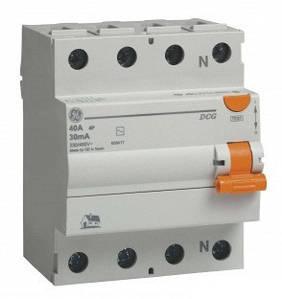 GE Пристрій захисного відключення DCG440/030 4P. AC