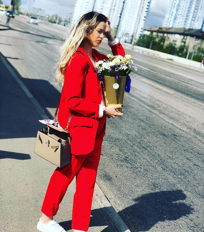 Классический брючный костюм удлиненный пиджак жакет прямые брюки красный коралловый